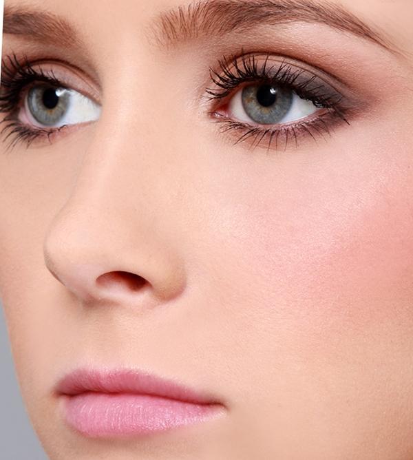 Romantik göz makyajı nasıl yapılır