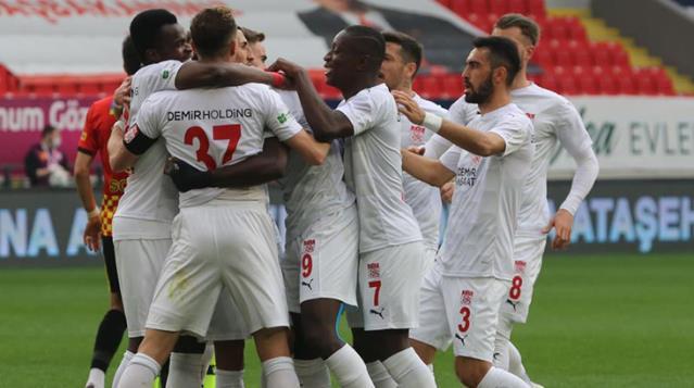 Süper Lig'in 31. haftasında Sivasspor, deplasmanda Göztepe'yi 5-3 yendi